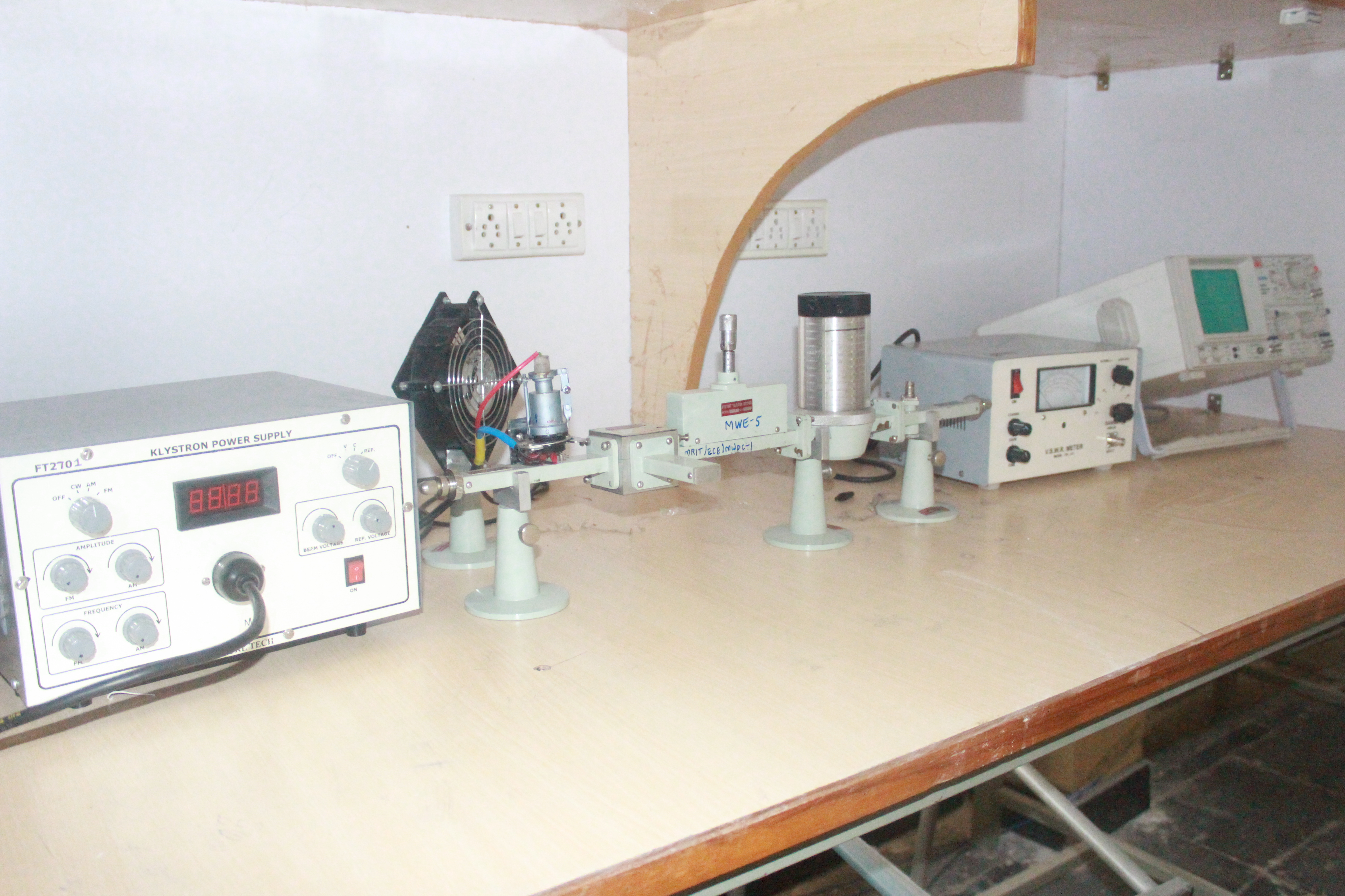 Malla Reddy Institute Of Technology Analog Electronics I Laboratory Simple Lc Circuits And Ac Analysis Apart From Other Equipment Gunn Oscillators Klystron Are Available For Practicals The Lab Is Also Equipped With Highly Sophisticated